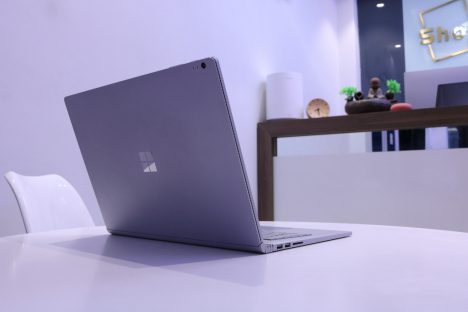 Surface Book ( i5/8GB/128GB ) 2