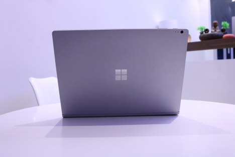Surface Book ( i5/8GB/128GB ) 4