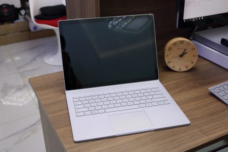 Surface Book ( i7/8GB/256GB ) 1