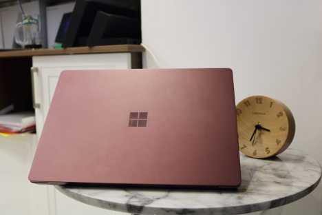 Surface Laptop ( i7/8GB/256GB ) 6