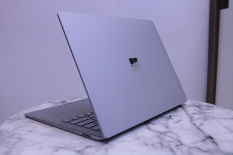 Surface Laptop 2 ( i5/8GB/256GB ) 4