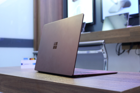 Surface Laptop 2 ( i7/8GB/256GB ) 3