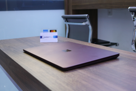 Surface Laptop 2 ( i7/8GB/256GB ) 5