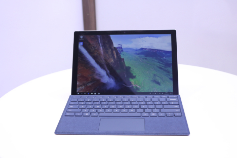Surface Pro 2017 ( i7/8GB/256GB ) + Type Cover 1