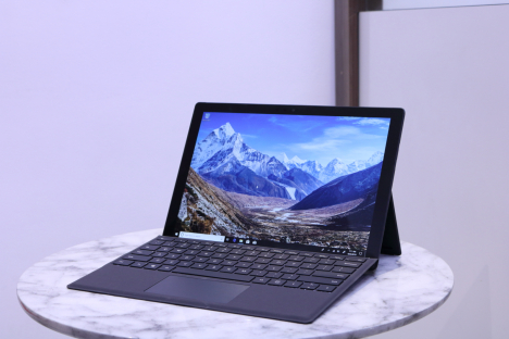 Surface Pro 6 ( i5/8GB/256GB ) + Type Cover 1