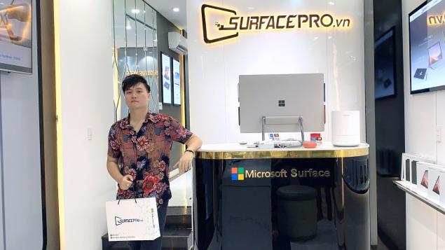 """""""Trợ thủ"""" mới của hitmaker Vương Anh Tú - Surface Pro 7"""